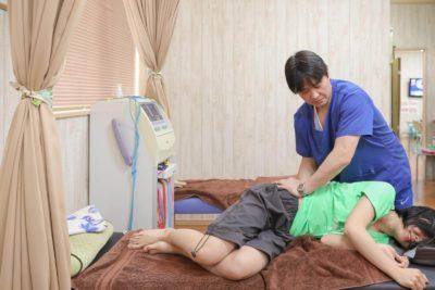 いしおか整骨院での石岡式妊婦腰痛緩和療法方法
